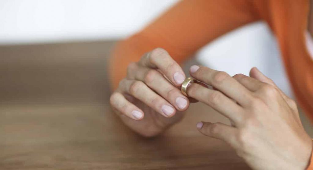 во сне надели кольцо на безымянный палец