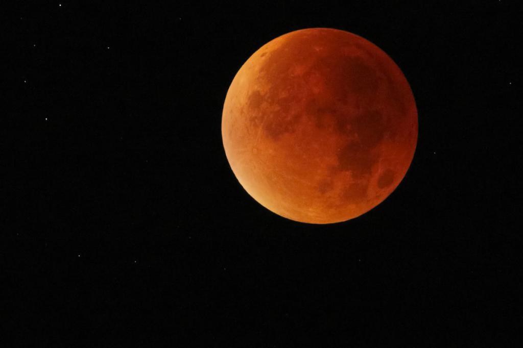 к чему снится красная луна