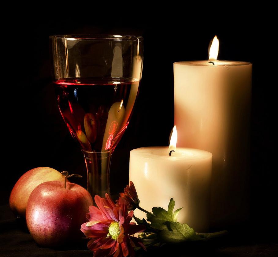 Открытки зажигаем свечи