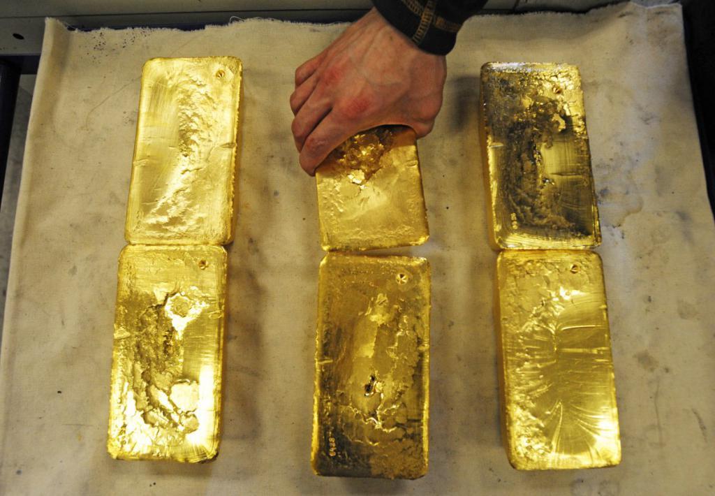 Шесть золотых слитков.