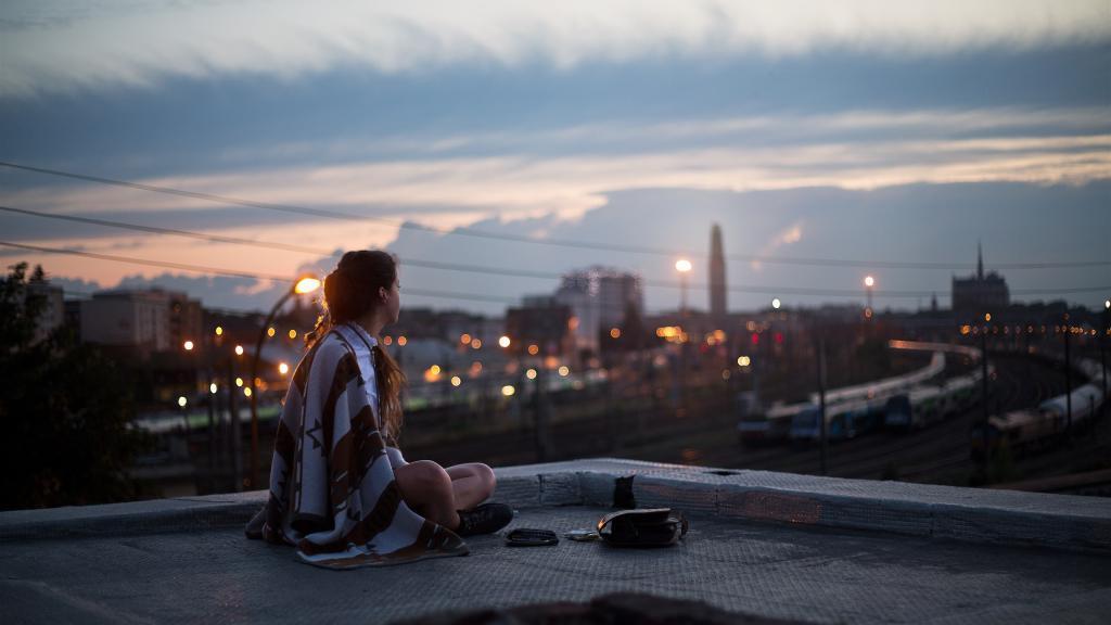 сидеть на крыше во сне