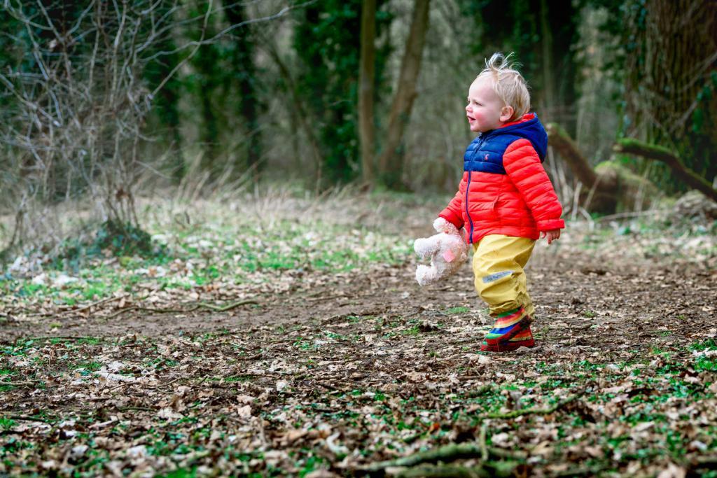 малыш один в лесу