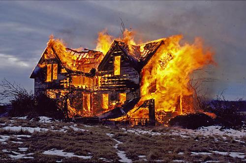 К чему видеть во сне сгораящий дом