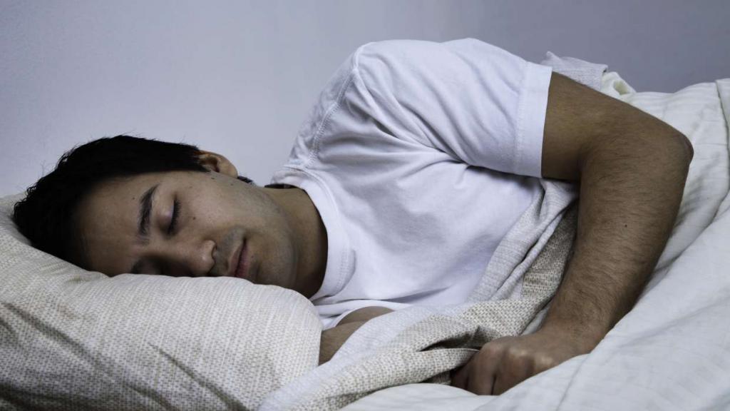 пусть красивые картинки спящий мужчина летней веранды