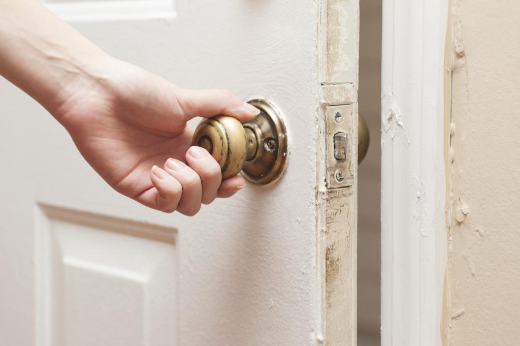 Сонник толкование закрывать дверь