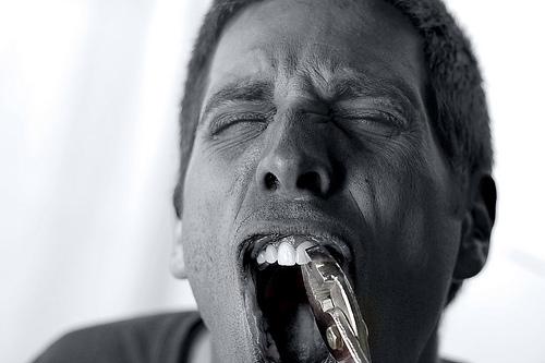 Самому себе рвать зуб во сне