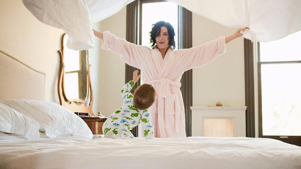 аккуратно заправлять постель
