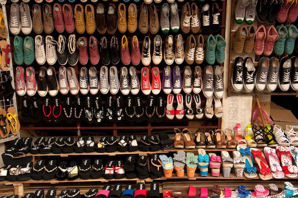 К чему снится мерить обувь сонник