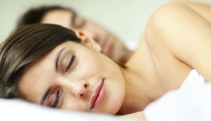 сон голый мужчина