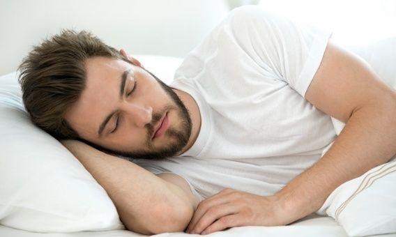 к чему снится голый парень