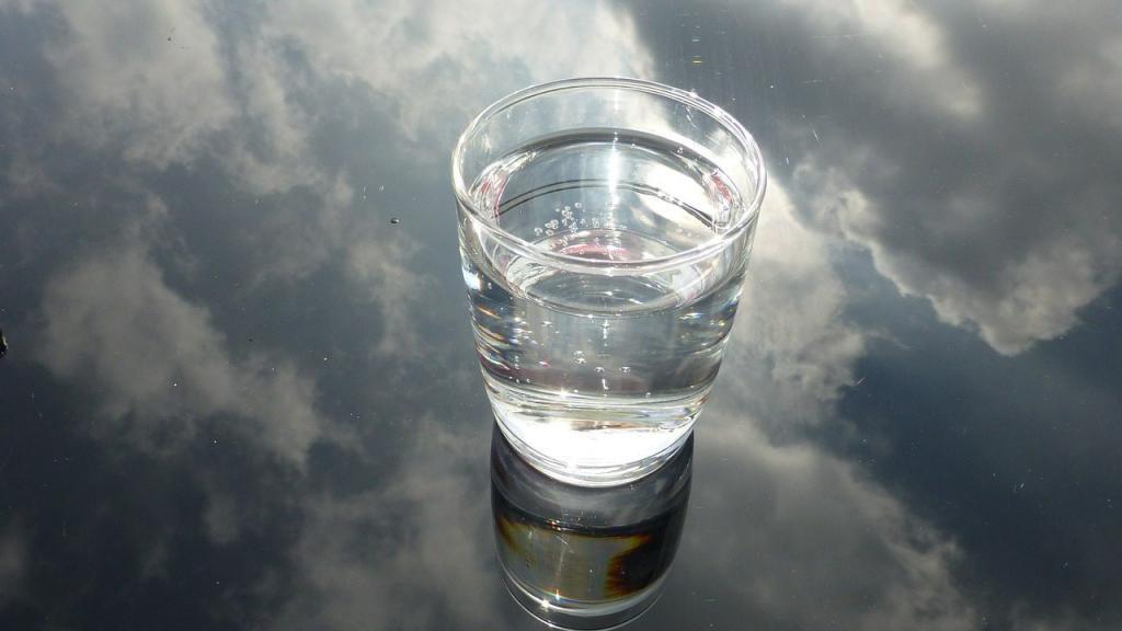 стакан воды в облаках