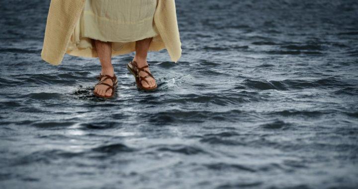Сонник идти по воде в обуви