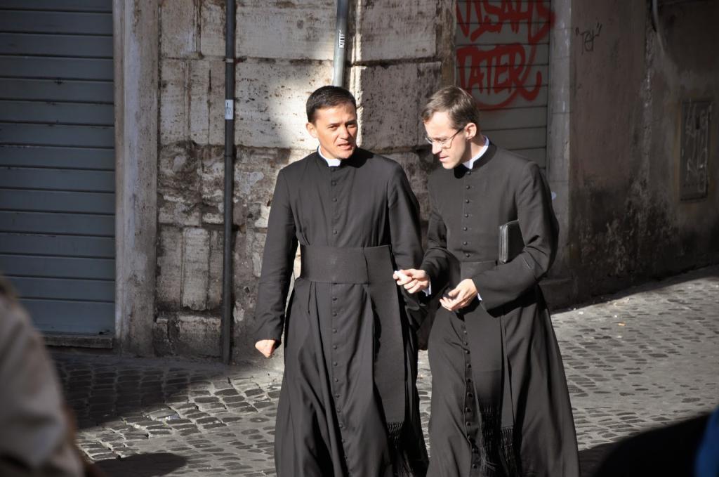 Сегодня предлагаем узнать, к чему снится священник.