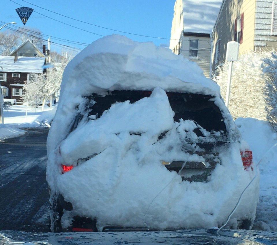 во сне расчищать машину от снега