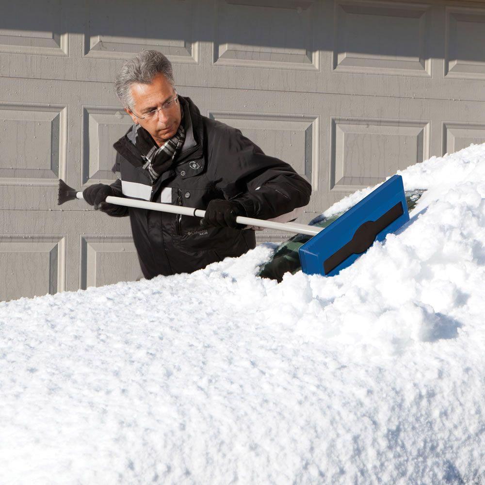 во мне убирать снег лопатой