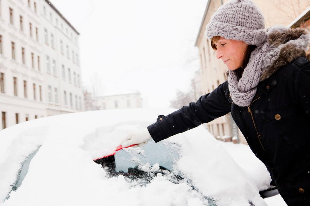 к чему снится убирать снег рукой