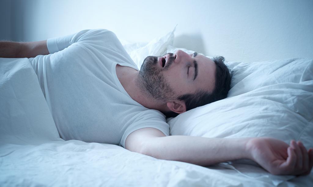 Спящий мужчина картинка