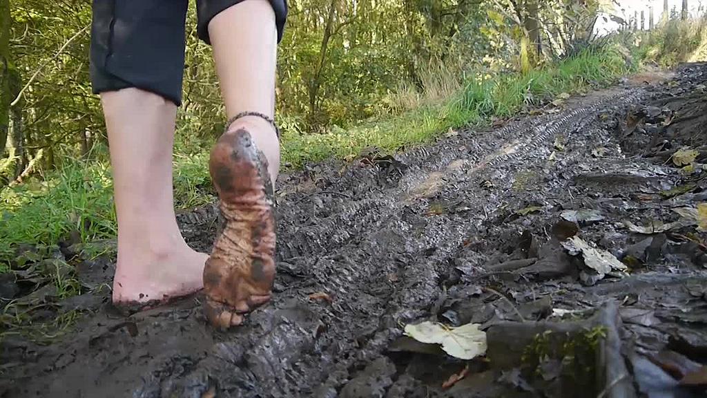 Получение прибыли сомнительными методами символизирует говно и грязь.