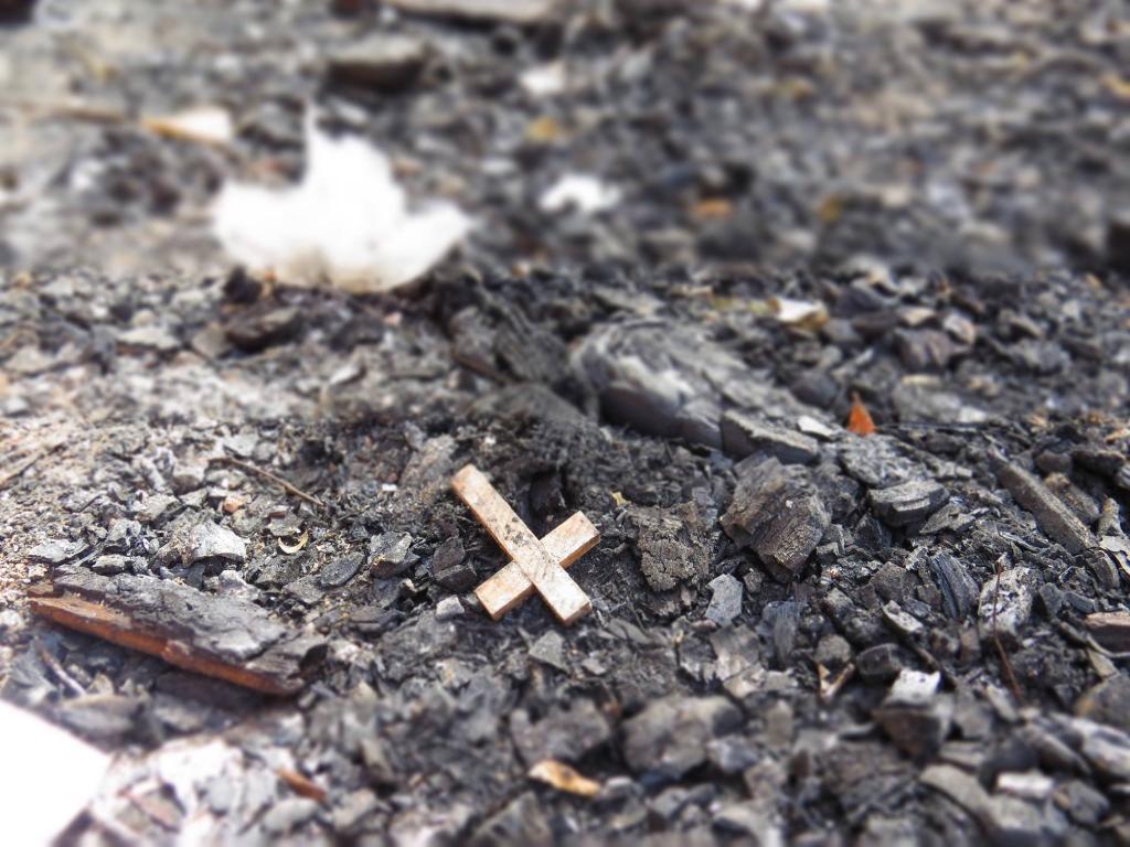Крест на пепелище
