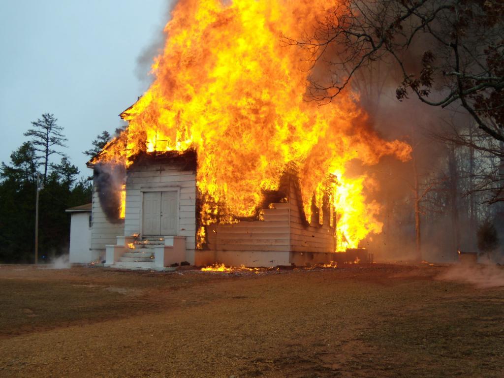 Сгорающая деревянная церковь