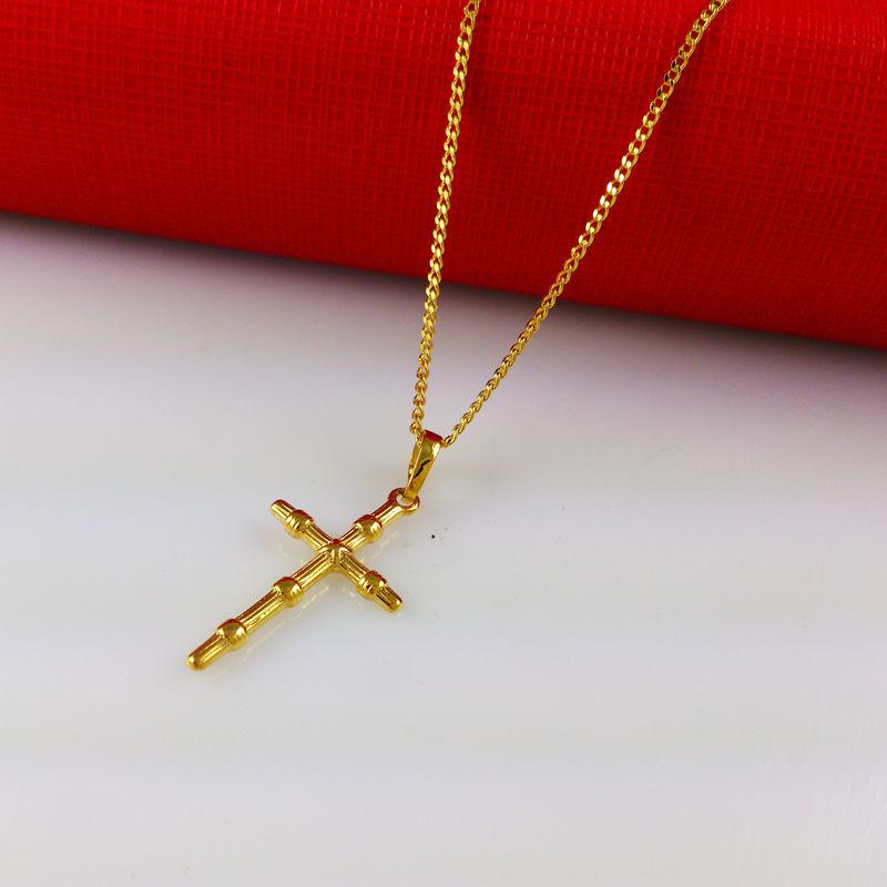 Крестик на цепочке с простым плетением