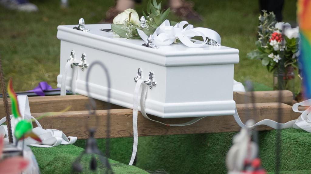 Гроб для маленького ребенка.