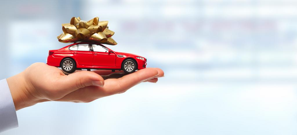 Маленькая машинка в подарок.