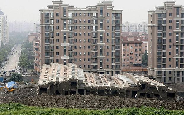 многоэтажный дом упал