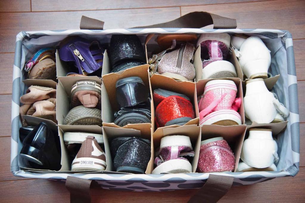 детская обувь в коробке для хранения