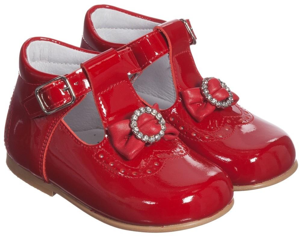 красные детские туфельки