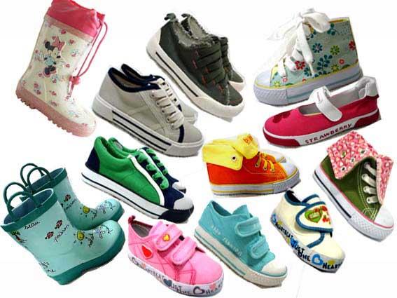 много разной детской обуви
